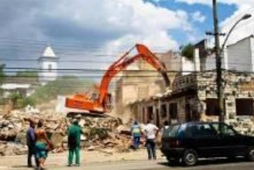 Destruicao no bairro de Campinho para passagem da Transcarioca