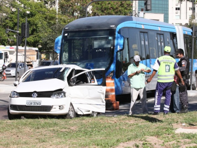 Acidente com BRT na Barra da Tijuca