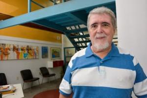 Luiz Carlos Toledo em seu escritório, o M&T Mayerhofer e Toledo Arquitetura