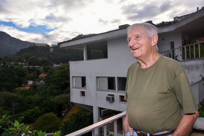 O arquiteto e urbanista Marcos Konder em sua casa em Santa Teresa